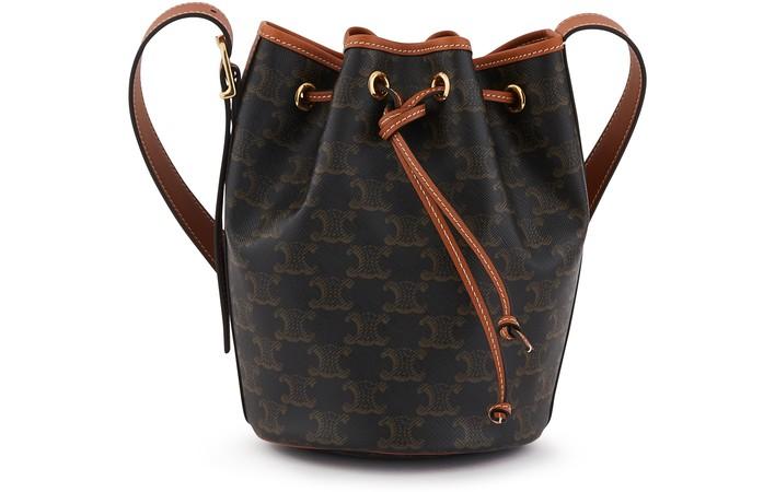 셀린느 트리오페 버킷백 스몰 (산다라박 착용) Celine Drawstring small Triomphe canvas bag, tan