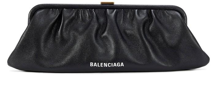 발렌시아가 클라우드 클러치 엑스라지 Balenciaga Cloud XL leather clutch with stap,black